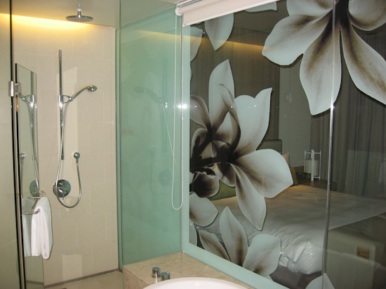 Crowne Plaza Singapore Airport Hotel Bathroom
