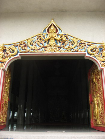 Wat Pariwas temple doors