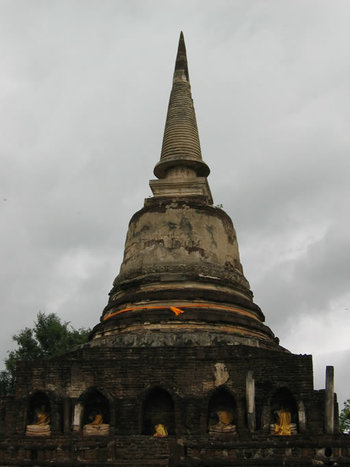 stupa-at-wat-phra-si-ratanamahath-si-satchanalai