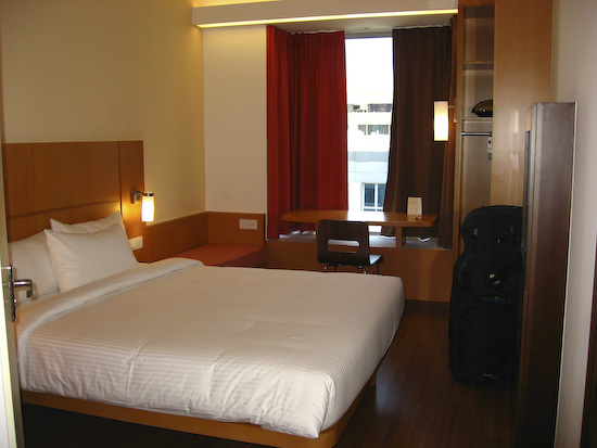 Ibis singapore hotel review travel happy for Small lounge suites small rooms