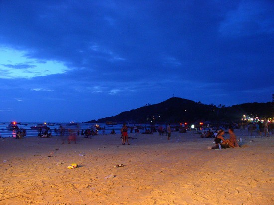 Full Moon Party Beach, Koh Phangan Thailand © Yotut